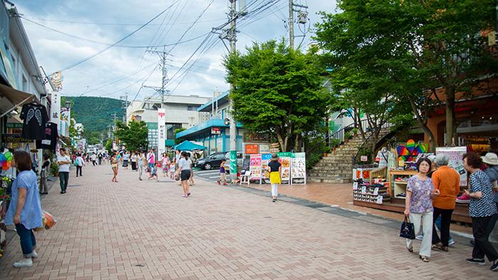 旧軽井沢メインストリート(軽井沢銀座)郵便局