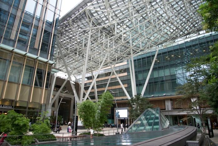 東京ミッドタウンの屋根。白い鉄骨