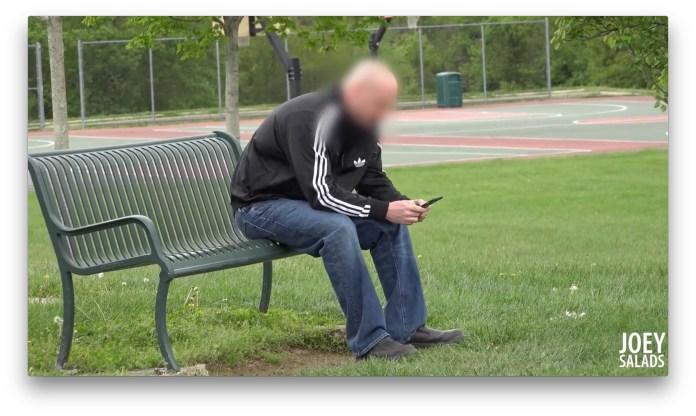 スマホをさわる父親 - ABDUCTING CHILD IN FRONT OF DAD (Social Experiment) JoeySalads