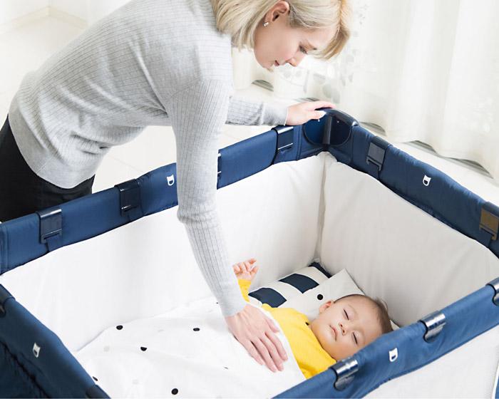 カトージ ポータブルベビーベット 赤ちゃんを寝かせる