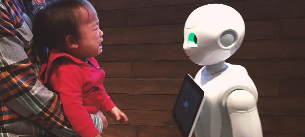 赤ちゃんの寝かしつけはマシンが、意思疎通はセンサーが行うと元グーグル社員が育児の未来を予測。スキンシップは不要?