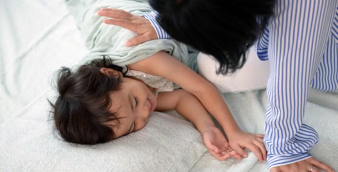 子供との添い寝は、ベッドより布団が良い。寝相が悪い子は健康の証!