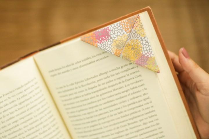 DIY Easy & Cute Corner Bookmark 10