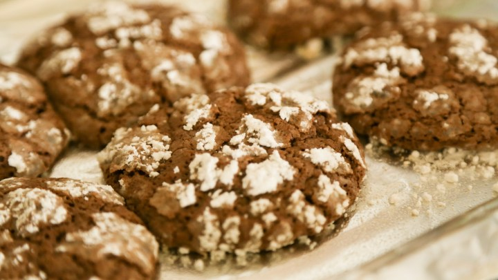 PandL - Easy Recipe Chocolate Crinkle Cookies 9