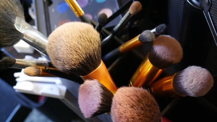 how-to-clean-makeup-brushes-10-paper-and-landscapes