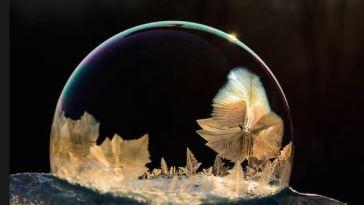 Gli-spettacolari-cristalli-di-ghiaccio-sulle-bolle-di-sapone-10