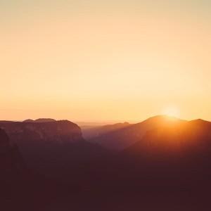 ar67-4k-sierra-apple-wallpaper-art-mountain-sunset-wallpaper