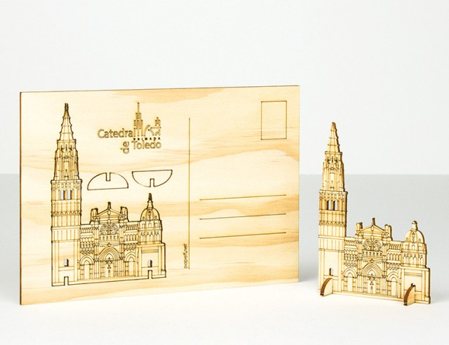 Postal figura de madera
