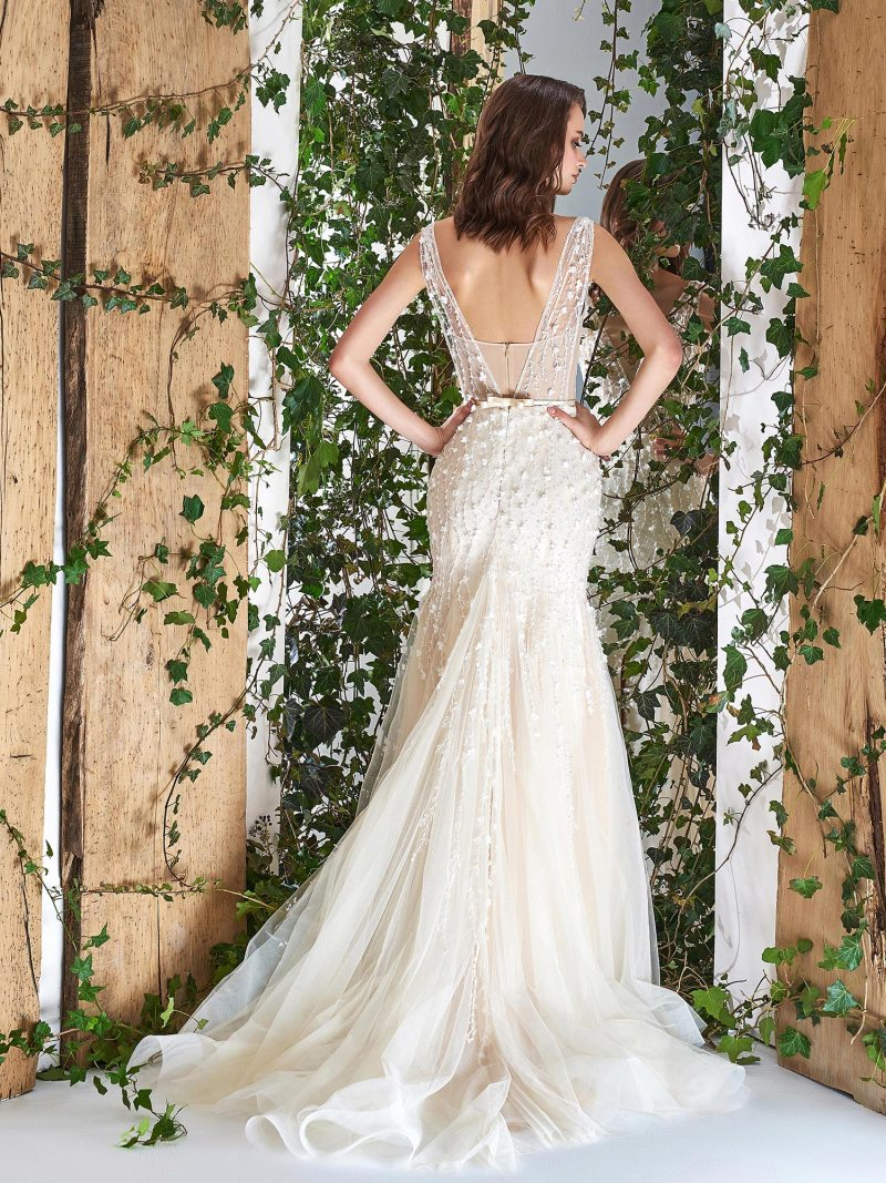 1811L-wedding-dress-back