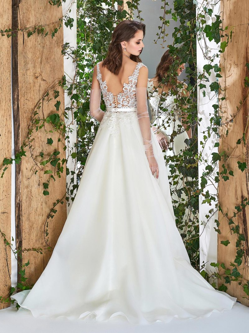 1833L-wedding-dress-back