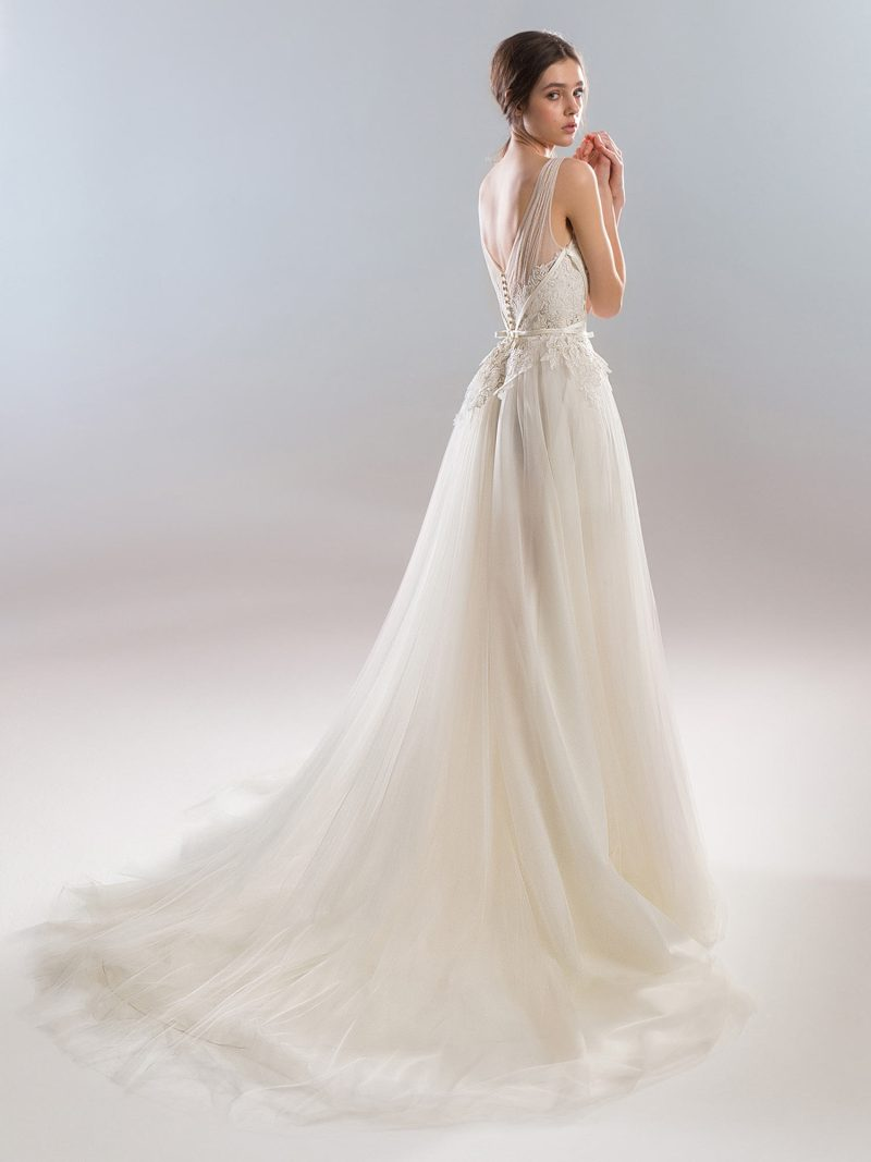 1902L-wedding-dress-back