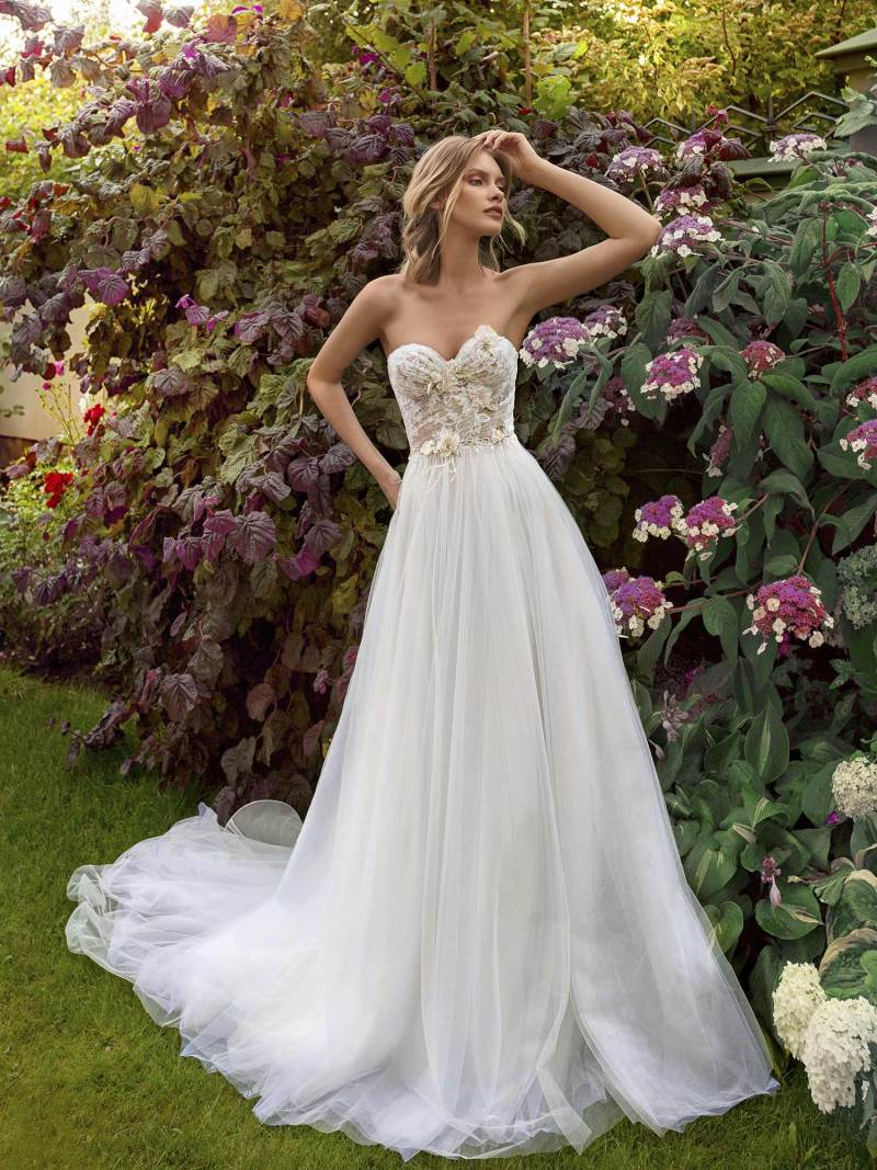 Strapless A-line wedding dress with a sweetheart bodice and tulle skirt