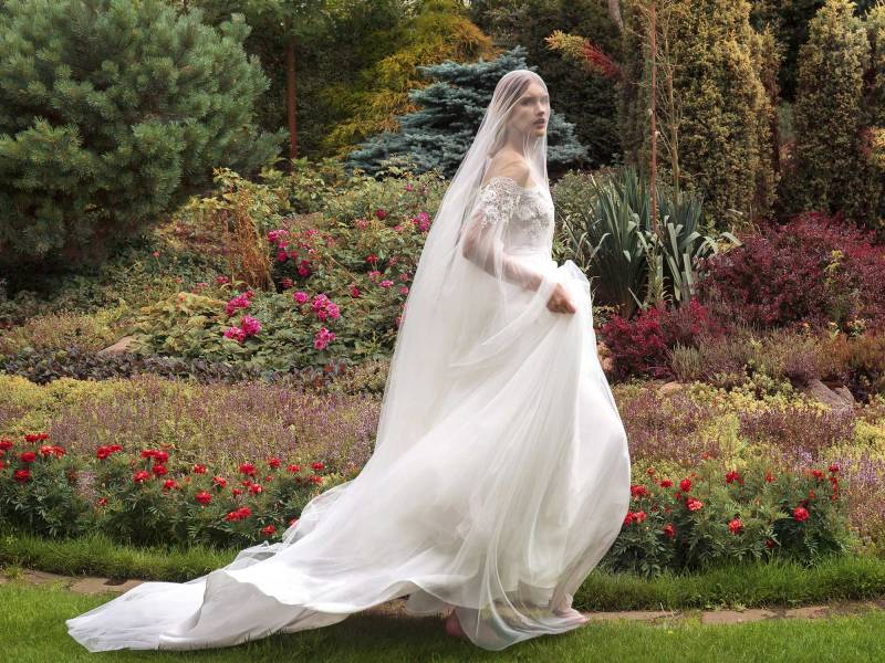 19-2012-2-wedding-dress-Papilio