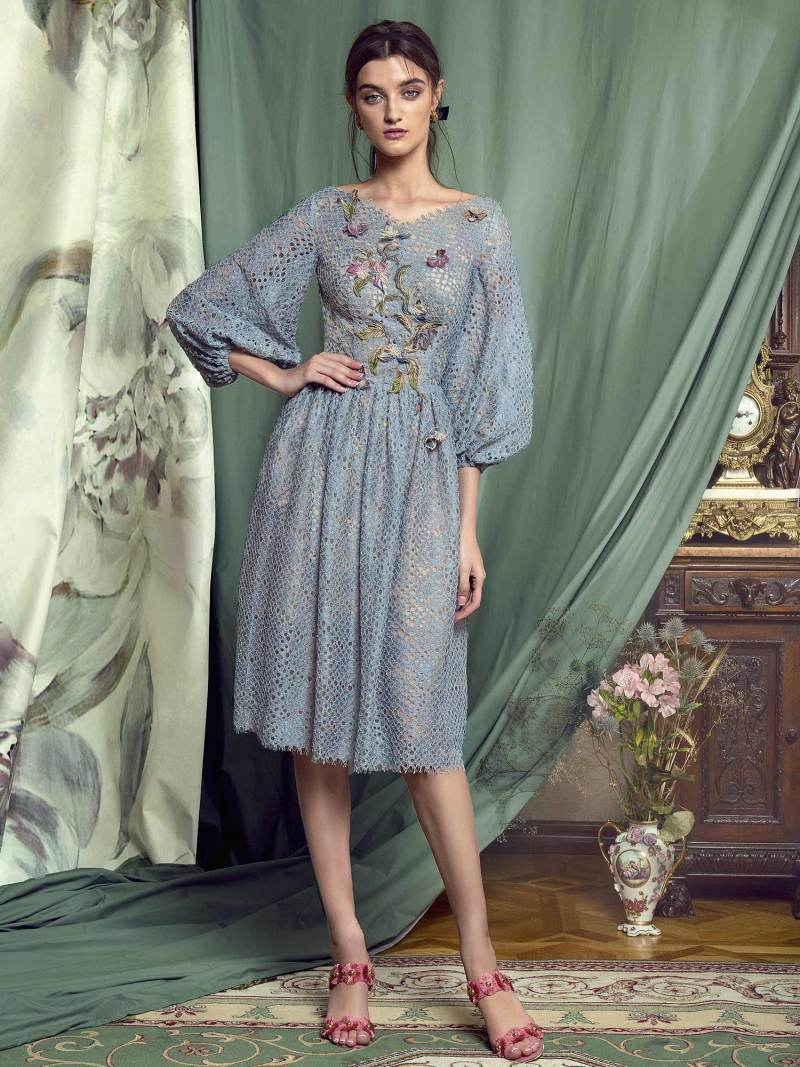 Cocktail dress with bishop sleeves and floral embroidery