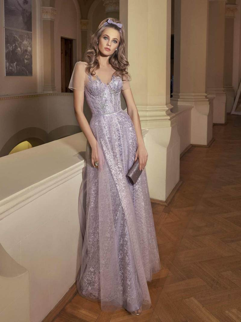 Maxi dress with sweetheart bodice and floral embroidery