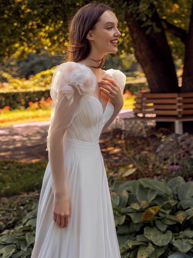 13014-4-unique-wedding-dress-in-Toronto