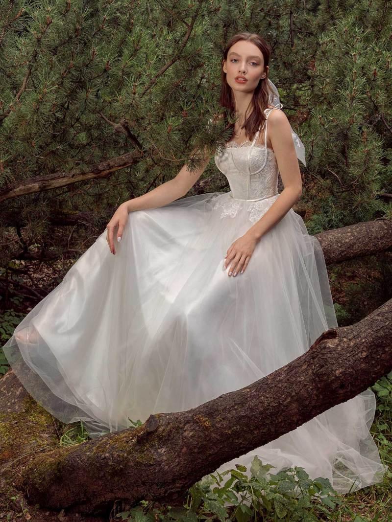13017-1-unique-wedding-dress-in-Toronto