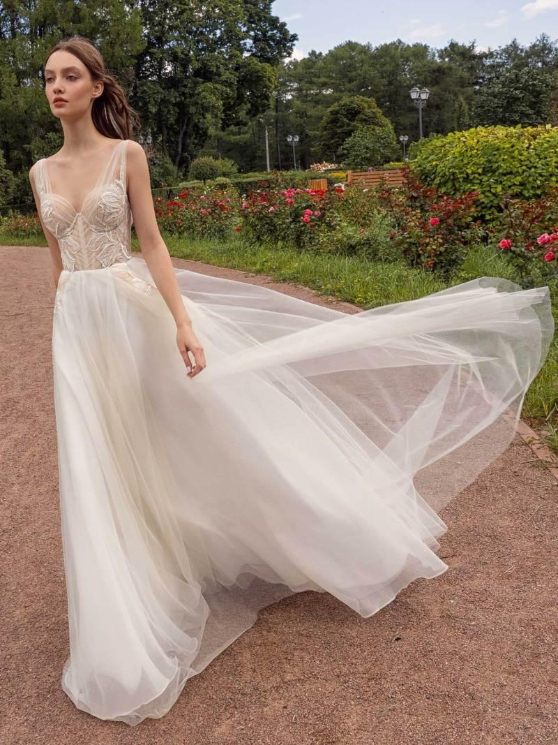 13018-3-unique-wedding-dress-in-Toronto