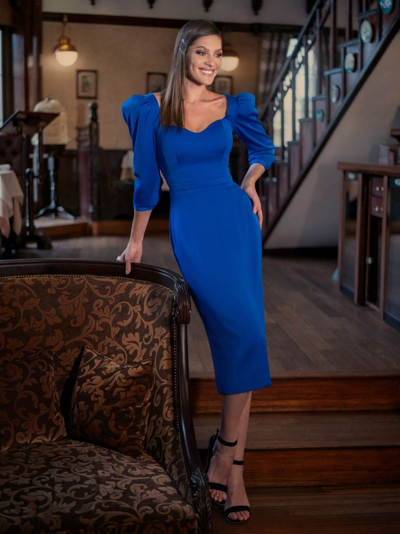 Cocktail fitted dress with three-quarter sleeves and puff shoulders
