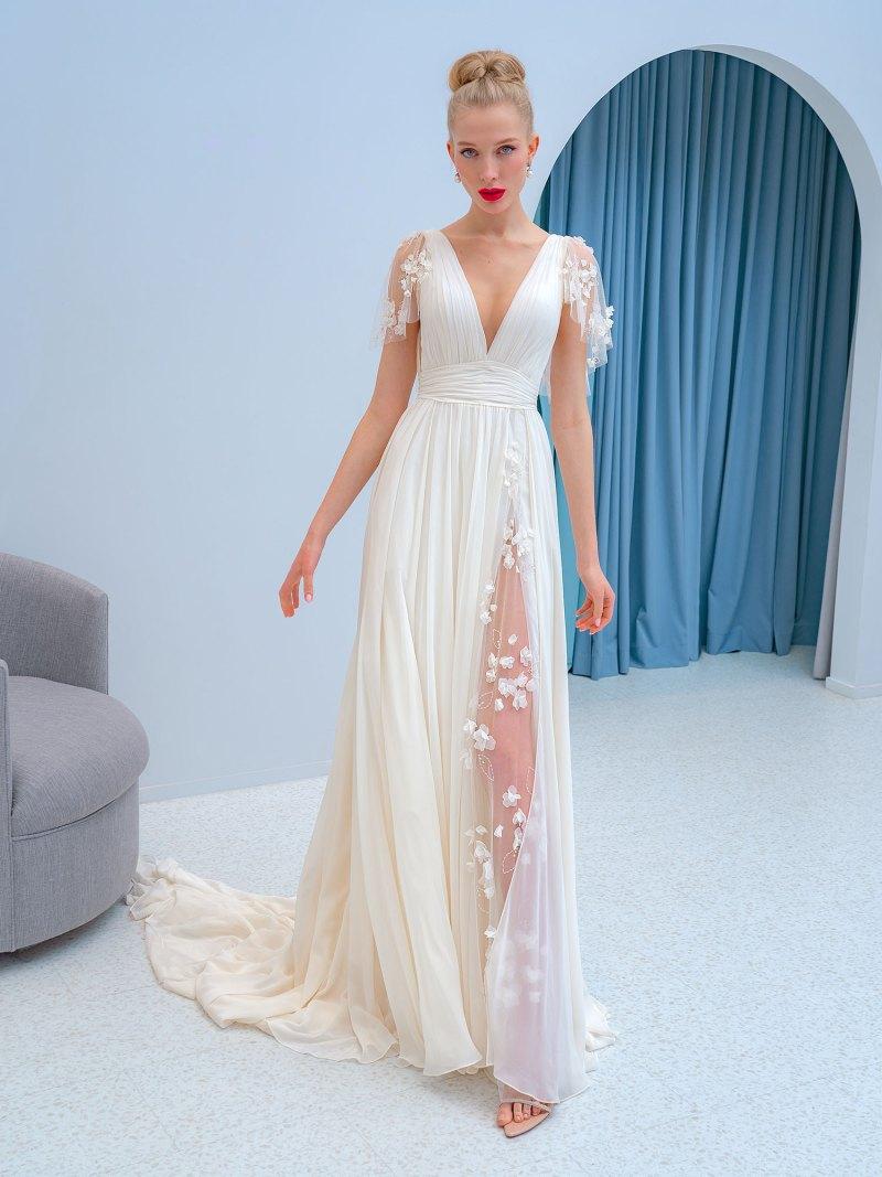 Chiffon dress with 3D floral décor
