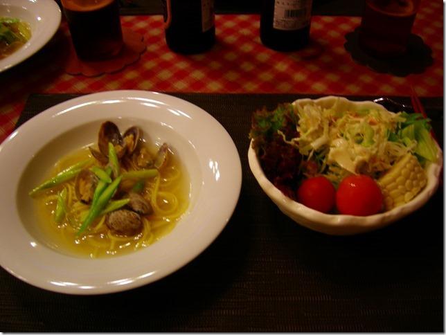 あさりのスープパスタとグリーンサラダ