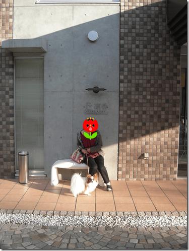 『凛香』の文字の前で記念撮影