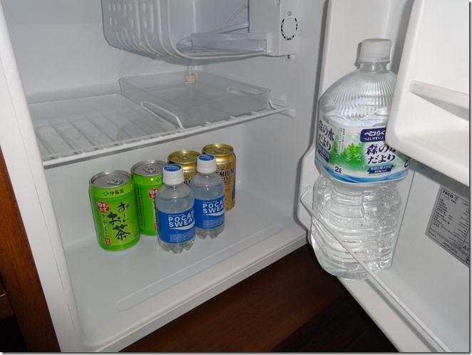 ウブドの森の客室内冷蔵庫の中のフリードリンク