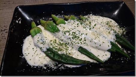 神奈川のドッグカフェソッリーゾの姉妹店居酒屋神結の焼きオクラのクリームチーズソース