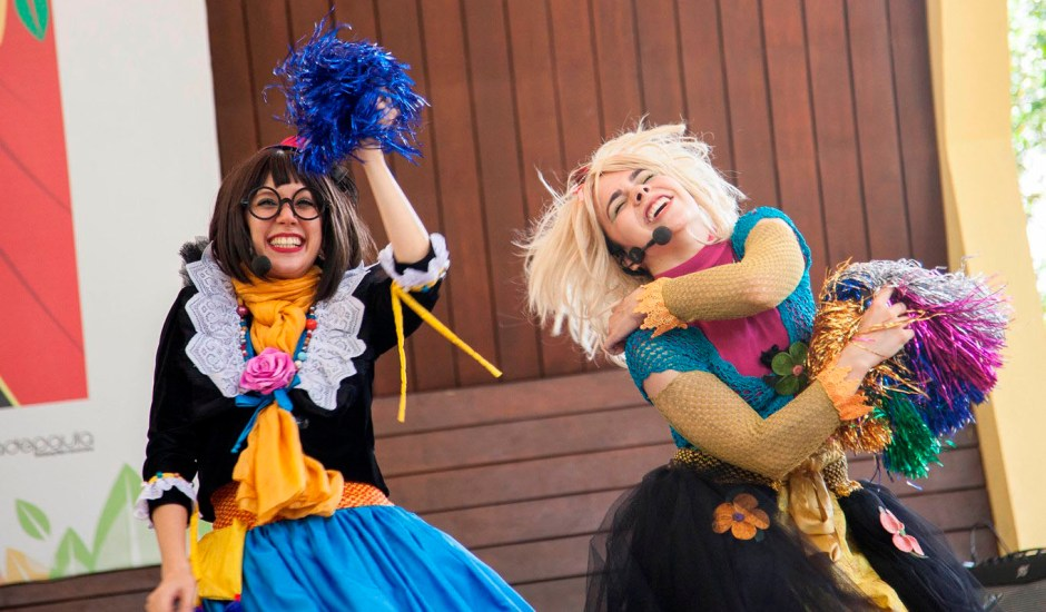 clowns de shakespeare no bosque encena