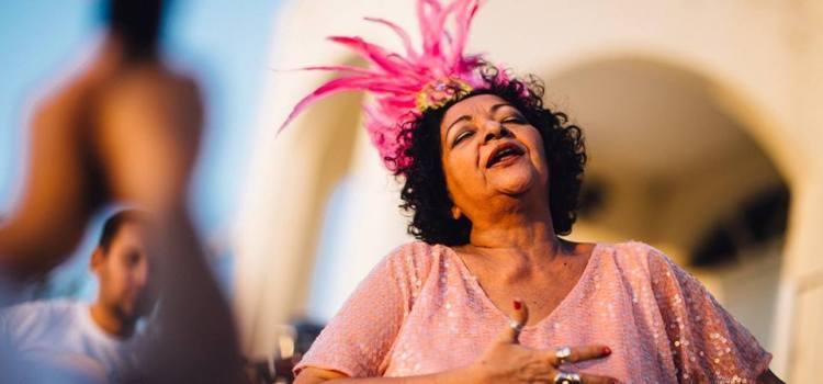 Tem exposição e show com Dodora Cardoso e frevo nesta quarta no Bardallos