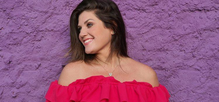 Laryssa Costa abre sua casa para show intimista nesta terça