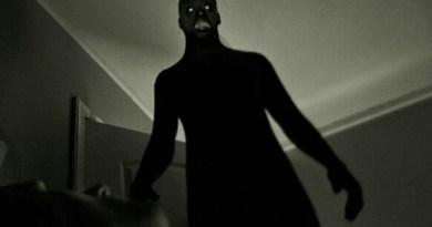SANATÓRIO: Uma sombra na escada.