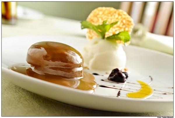 Bolo de mel com sorvete de creme e doce de leite ( foto retirada do site do Le Manjue)