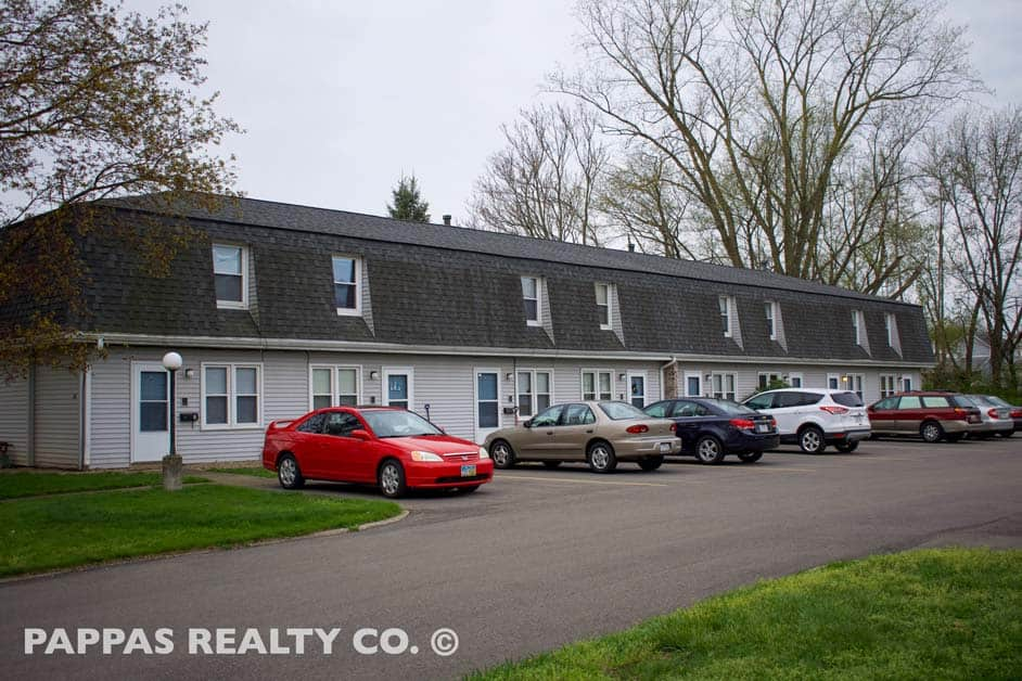 Townhouse Apartments on Large Lot for Sale in Barberton, OH