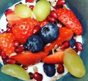 Gresk yoghurt med frisk frukt