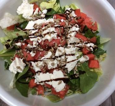 Salat med vannmelon, feta & solsikkekjerner