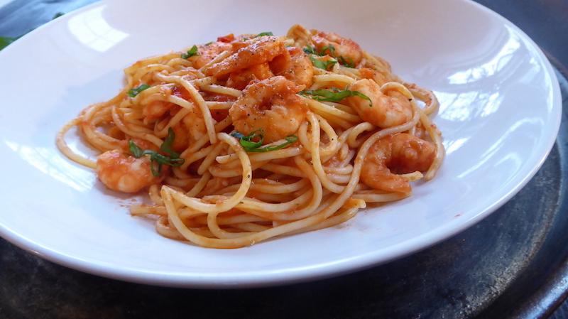 Enkel og god glutenfri pasta med scampi lager du på under 30 minutter