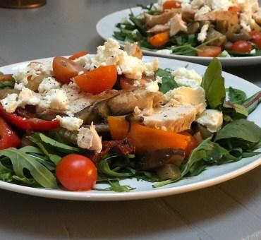 Enkel kyllingsalat. Middag på under 30 minutter