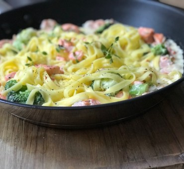 Glutenfri pasta med kremet laks. Middag på 1-2-3