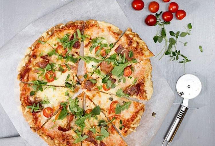 Glutenfri pizza med universalmiksen fra Helios