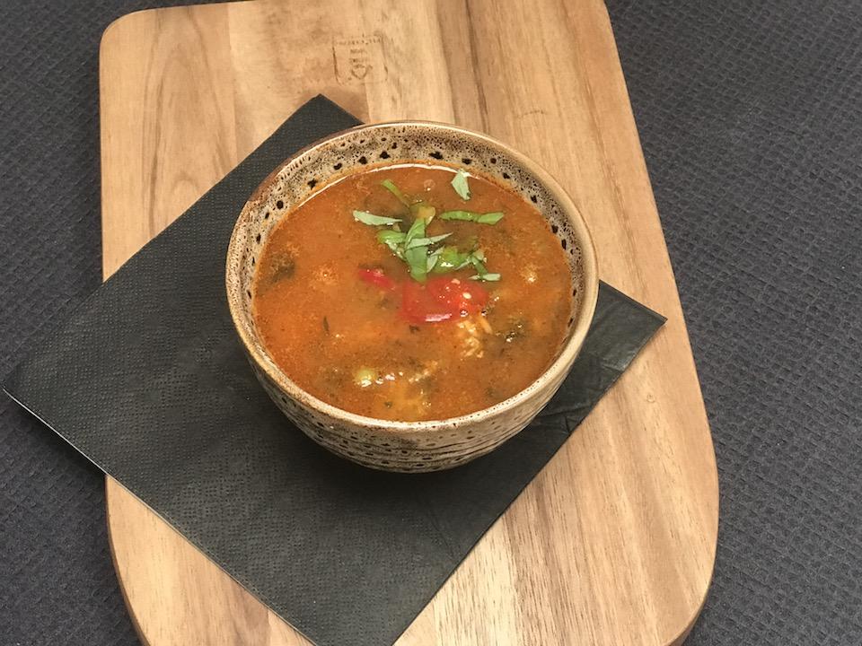 Thai inspirert kyllingsuppe med lime,chili, ingefær og koriander