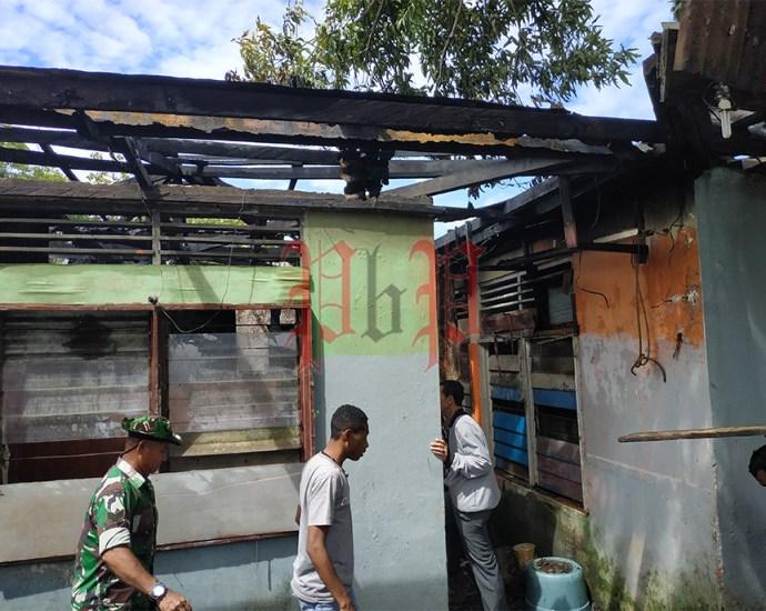Rumah milik Martha, warga Kompleks Usahamina, yang hangus dilahap api. PbP/GPS