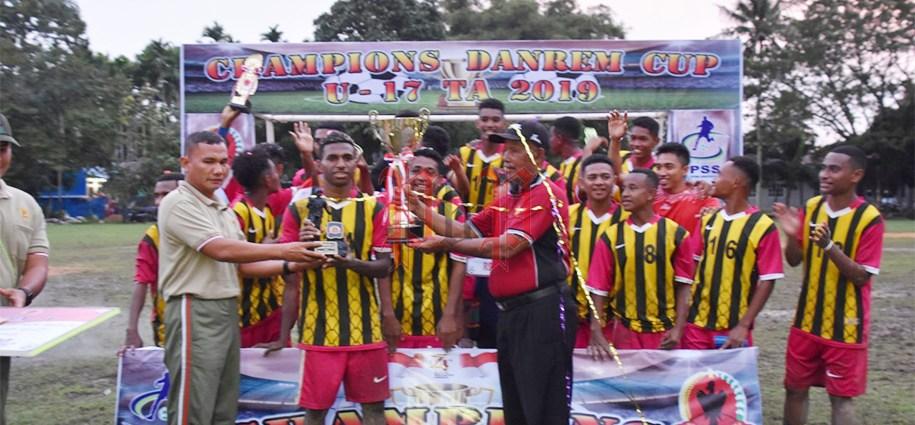 SMA Negeri 1, Kota Sorong keluar sebagai juara Danrem Cup U-17. PbP/GPS
