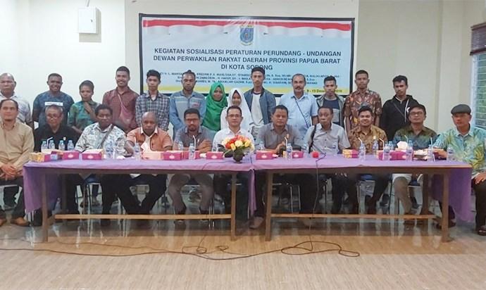 DPR Papua Barat menggelar sosialisasi peraturan perundang-undangan di Kota Sorong, Senin (9/12). PbP/ARS