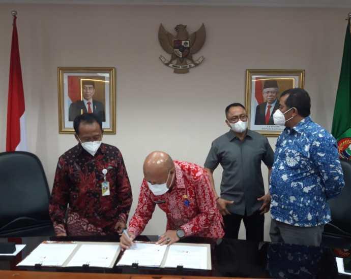 Penandatangan MoU antara PT Pertamina Regional Maluku Papua bersama Gubernur Maluku terkait