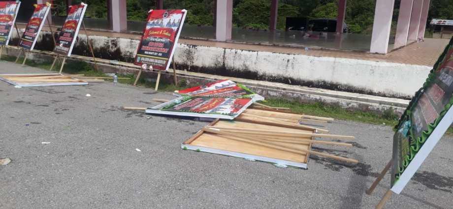 Sampah sisa acara pelantikan pengurus Bapera Kabupaten Maybrat yang tidak dibersihkan. Foto: PbP/ESE