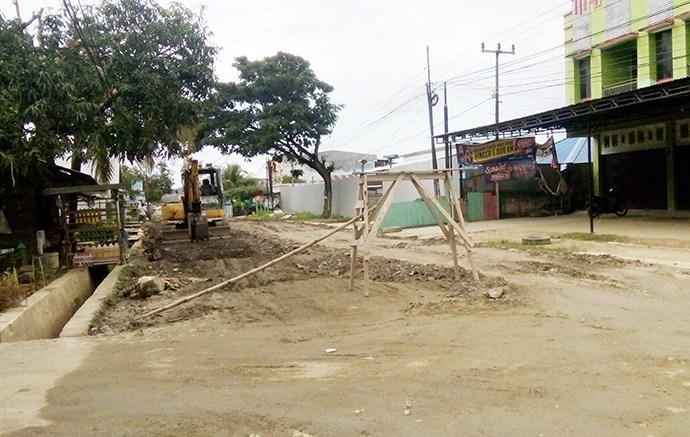Pemkot Timbun Jalan Sungai Kamundan. Foto: JOY