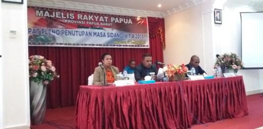 Rapat Pleno Penutupan Masa Sidang IV Tahun 2017 MRPB, Kamis (21/12).