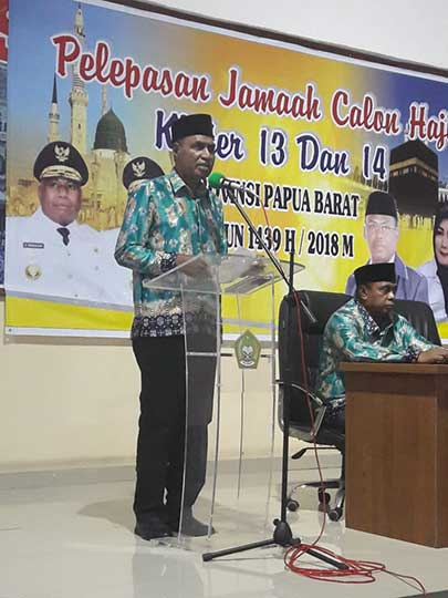Wagub Lepas JCH Papua Barat di Makassar