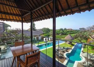 ocean_suite_balcony_with_views